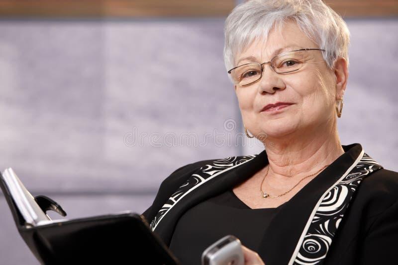 Portret aktywna starsza kobieta zdjęcia stock