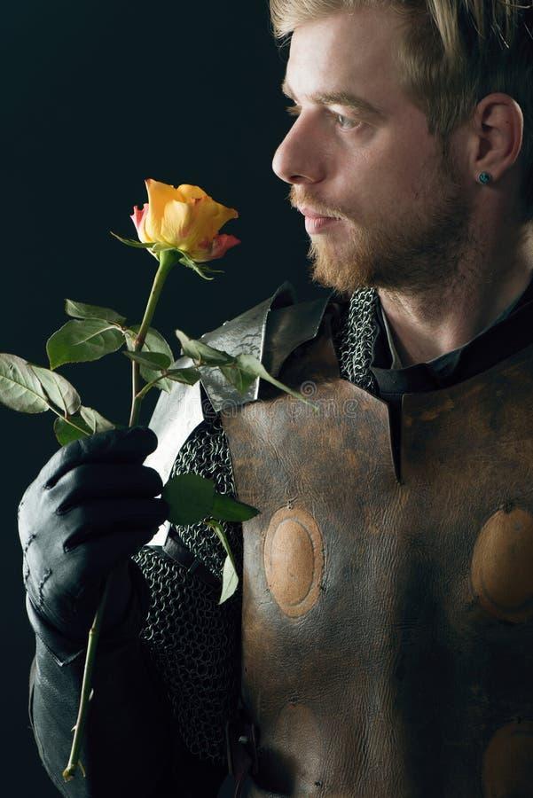 Download Portret antyczny rycerz zdjęcie stock. Obraz złożonej z kwiat - 53780750
