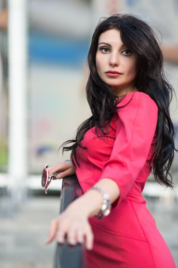 Portret atrakcyjna brunetka zdjęcia stock
