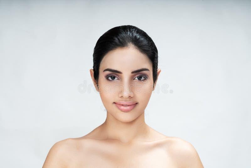 Portret atrakcyjna młoda azjatykcia kobieta z perfect makeup zdjęcia royalty free