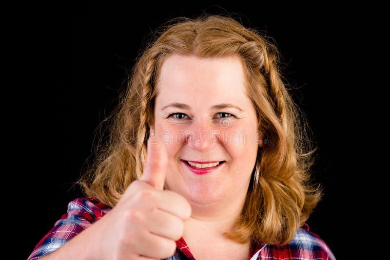 Portret atrakcyjnego europejczyka światła overweighted czerwony z włosami zdjęcia royalty free