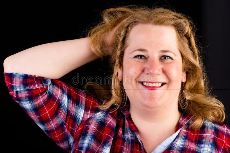 Portret atrakcyjnego europejczyka światła overweighted czerwony z włosami zdjęcia stock