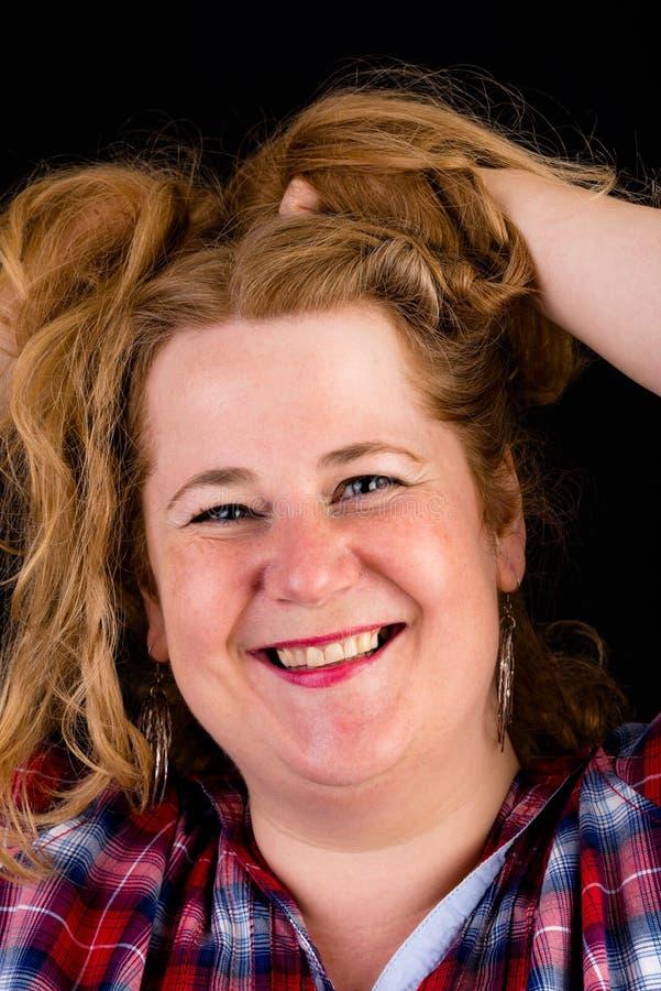 Portret atrakcyjnego europejczyka światła overweighted czerwony z włosami obraz stock