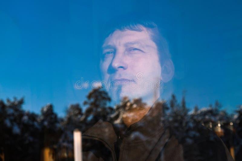 Portret atrakcyjny brutalny w średnim wieku mężczyzna obraz royalty free