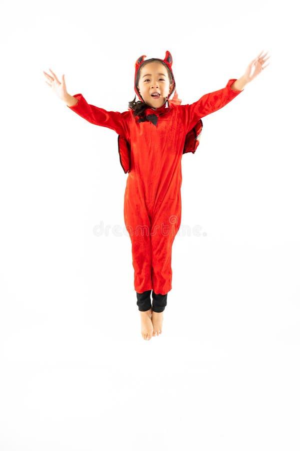 Portret Aziaat weinig leuk meisje in kwaad kostuum voor Halloween-Fe royalty-vrije stock afbeelding