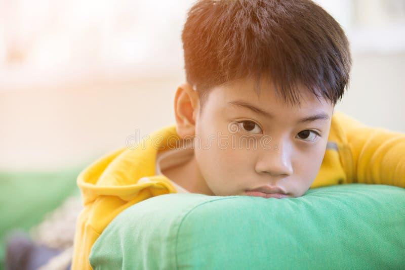 Portret azjatykci dziecka spęczenie obraz stock