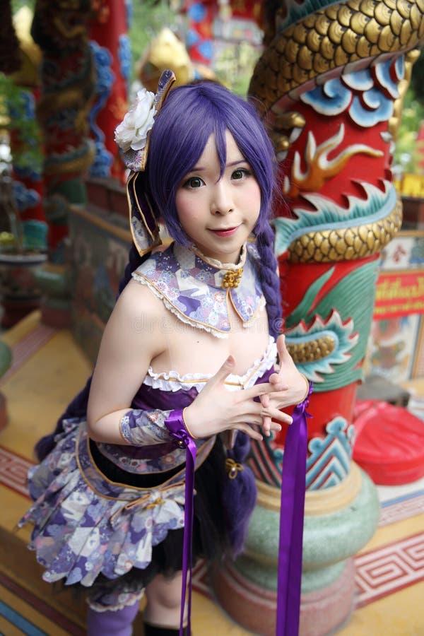 Portret azjatykcia młoda kobieta z purpurową chińczyk suknią cosplay z świątynią zdjęcia royalty free