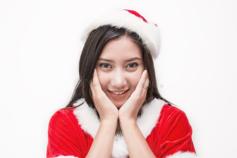 Portret azjatykcia piękna kobieta jest ubranym Santa custume trzyma papier obrazy stock
