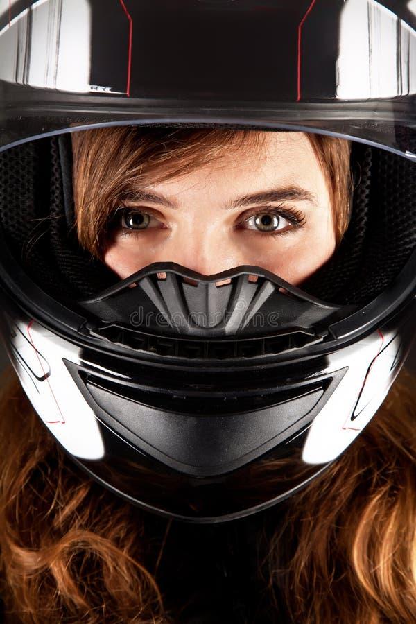 Portret beautyful vrouw met helm stock foto's