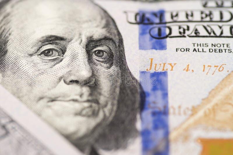 Portret Benjamin Franklin od 100 dolar?w rachunk?w Twarz Benjamin Franklin na sto dolarowych banknotach, t?a, zdjęcie royalty free