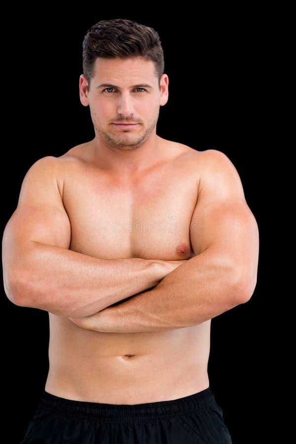 Portret bez koszuli mięśniowy mężczyzna z rękami krzyżować fotografia royalty free