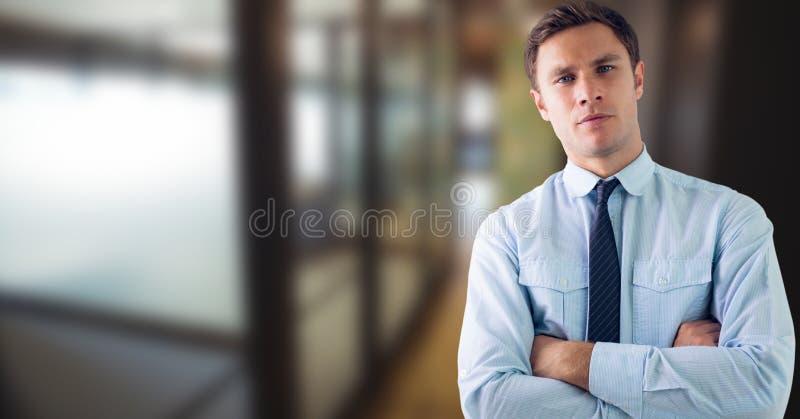 Portret biznesmen pozyci ręki krzyżować zdjęcie stock