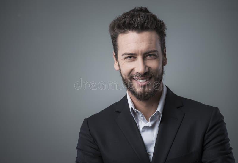 Download Portret Biznesmen Się Uśmiecha Zdjęcie Stock - Obraz złożonej z atrakcyjny, postawa: 53785668