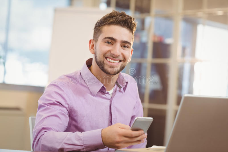 Portret biznesmen Używa Mądrze telefon zdjęcia royalty free