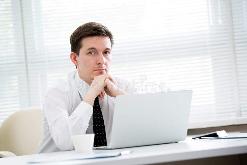 Portret biznesmen w biurze fotografia royalty free