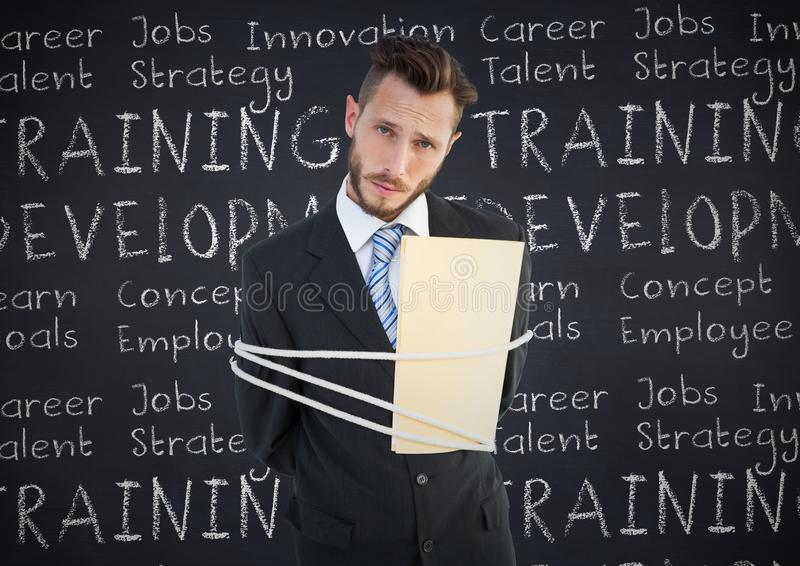 Portret biznesmen wiązał up z arkaną i falcówką przeciw biznesowemu pojęciu na chalkboard fotografia stock