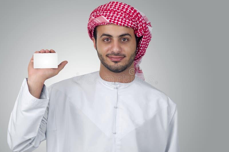 Portret biznesowy mężczyzna trzyma pustą wizytówkę zdjęcia stock