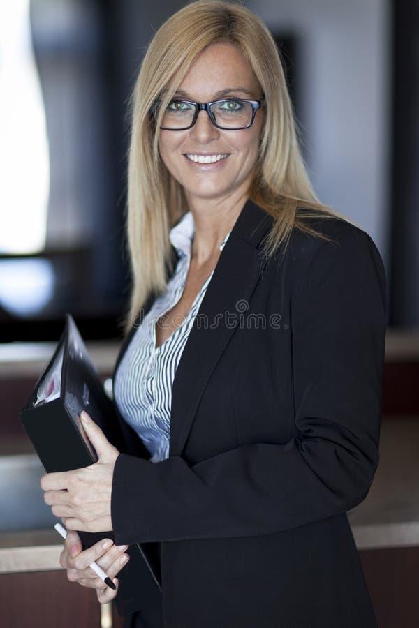 Portret bizneswoman Pracuje W Domu telecommuting obrazy royalty free