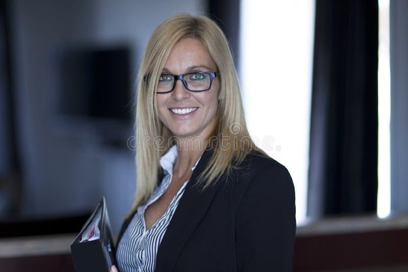 Portret bizneswoman Pracuje W Domu telecommuting obraz royalty free