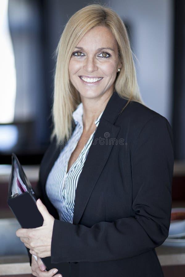 Portret bizneswoman Pracuje W Domu telecommuting obraz stock