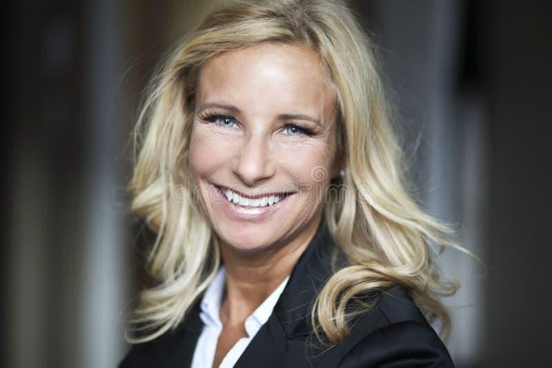 Portret bizneswoman Pracuje W Domu telecommuting fotografia royalty free