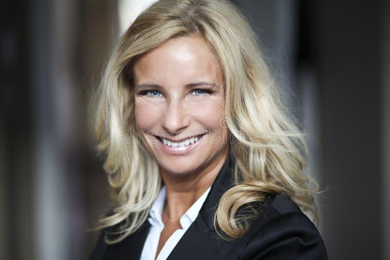 Portret bizneswoman Pracuje W Domu telecommuting zdjęcia stock