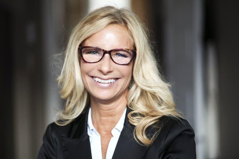 Portret bizneswoman Pracuje W Domu telecommuting zdjęcia royalty free