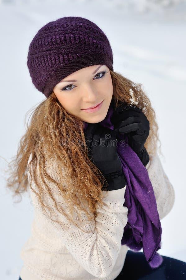 Portret blond młoda kobieta w zimie zdjęcie royalty free
