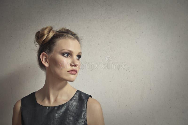 Portret blondynki caucasian młoda kobieta obraz royalty free