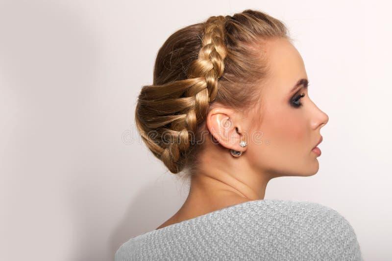 Portret blondynki piękna młoda kobieta obrazy royalty free
