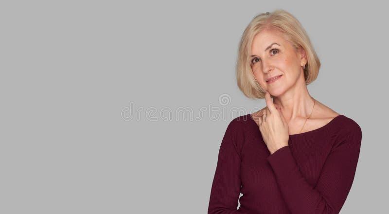 Portret blondynki stara kobieta zdjęcia royalty free