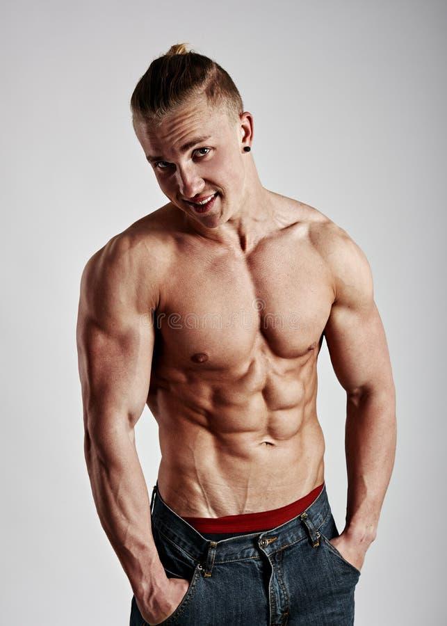 Portret bodybuilder z nagą półpostacią fotografia stock
