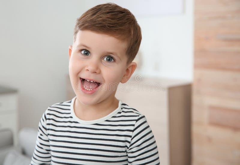 Portret chłopiec śmiać się zdjęcie stock
