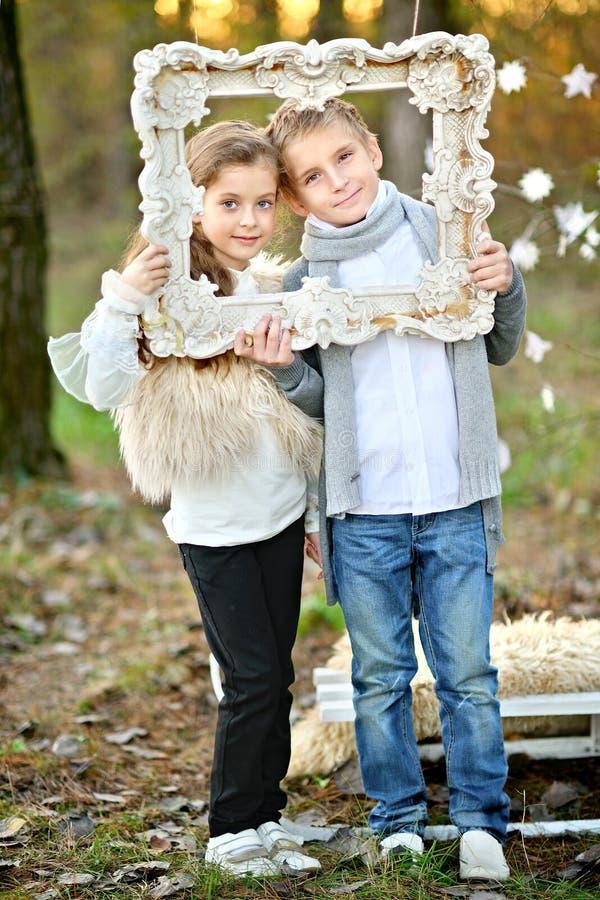 Portret chłopiec i dziewczyny fotografia stock