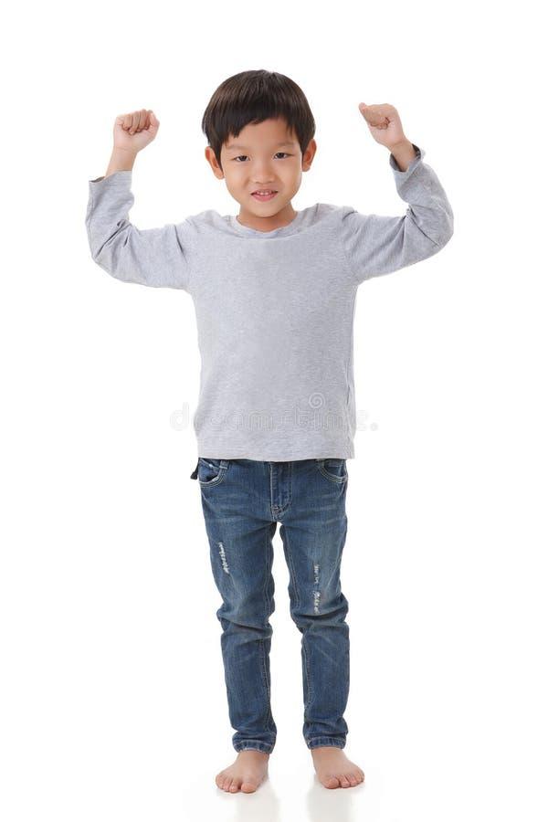 Portret chłopiec pozycja wewnątrz rozwesela up nastrój fotografia stock