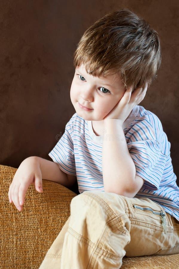 Download Portret chłopiec troszkę obraz stock. Obraz złożonej z spokój - 28955171