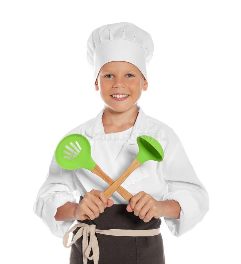 Portret chłopiec w szefa kuchni kapeluszu z kulinarnymi naczyniami zdjęcia royalty free