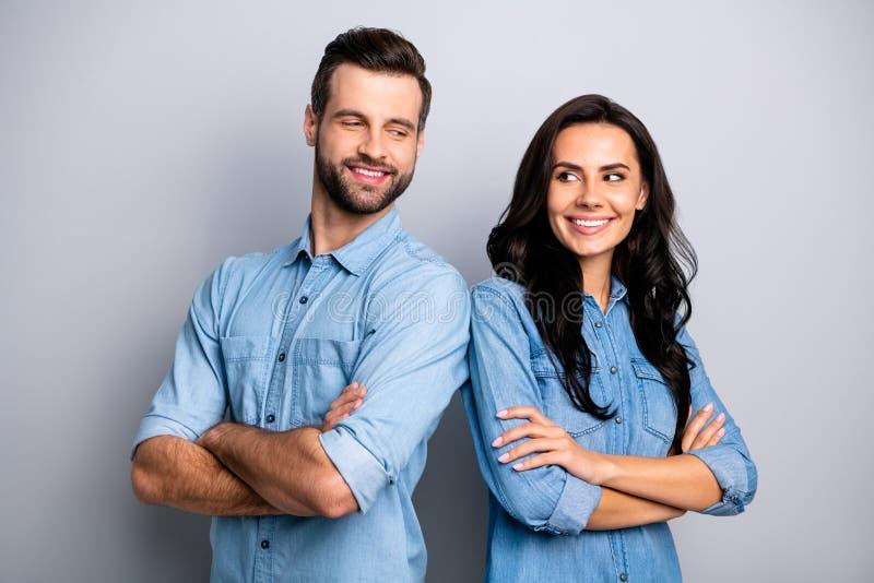 Portret charyzmatyczni kompetentni coworkers koledzy pracuje robić biznesowy freelance trwanie kolejny patrzeć obrazy royalty free