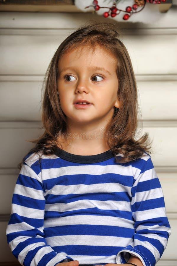 Portret ciemnowłosa dziewczyna troszkę fotografia royalty free