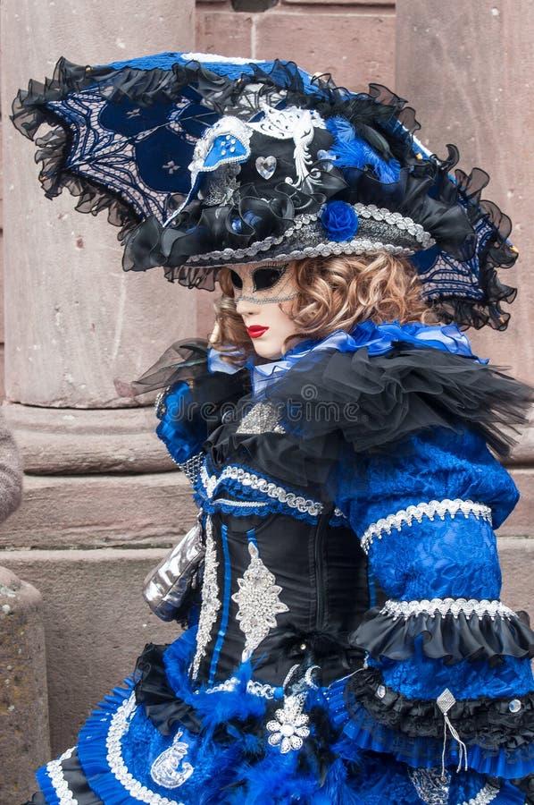 Portret Costumed kobieta przy Wenecką paradą w Riquewihr w Alsace obrazy royalty free