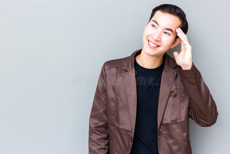 Portret czaruje przystojnego młodego biznesmena Atrakcyjny handsom obrazy royalty free