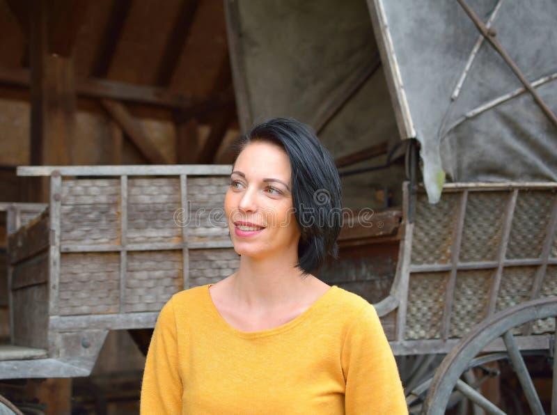 Portret da mulher no outono fotos de stock