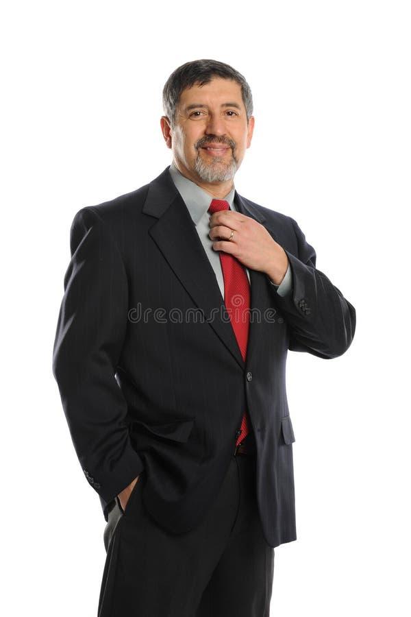 Portret dat van zakenman zijn band houdt stock foto