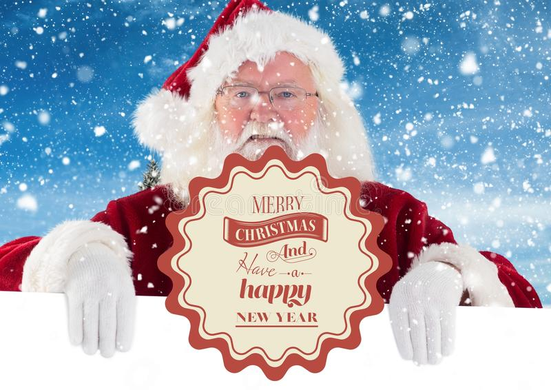 Portret de Kerstman met vrolijke Kerstmisgroeten met sneeuwval op achtergrond royalty-vrije stock foto