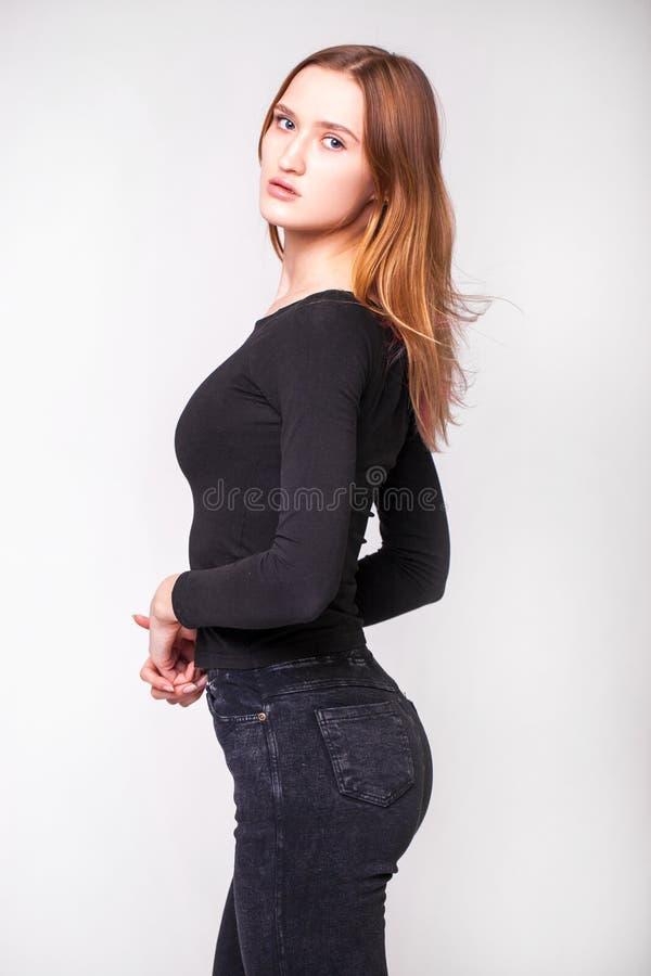 Portret dicht bij het mooie, mooie model brunette stock afbeelding