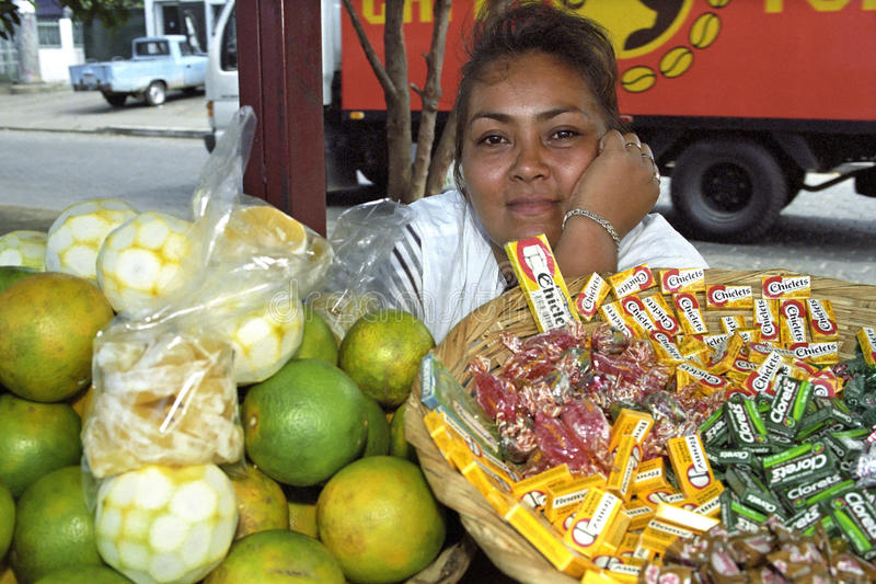 Portret die Latino marktverkoper, Managua glimlachen royalty-vrije stock afbeelding
