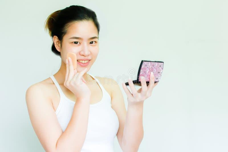Portret die van Aziatische vrouw omhoog haar gezicht maken royalty-vrije stock afbeeldingen