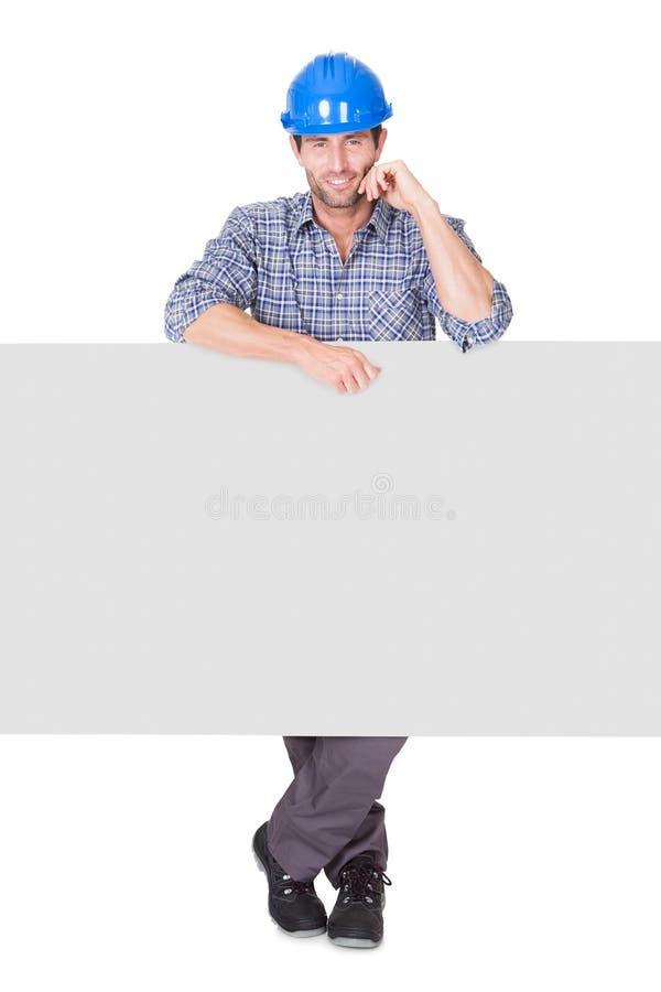 Portret die van gelukkige arbeider lege banner voorstellen royalty-vrije stock afbeelding