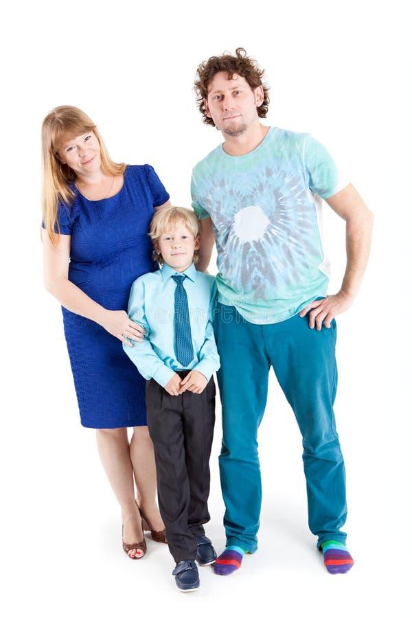 Portret die van gelukkige familie en camera, geïsoleerde witte achtergrond omhelzen bekijken royalty-vrije stock afbeelding