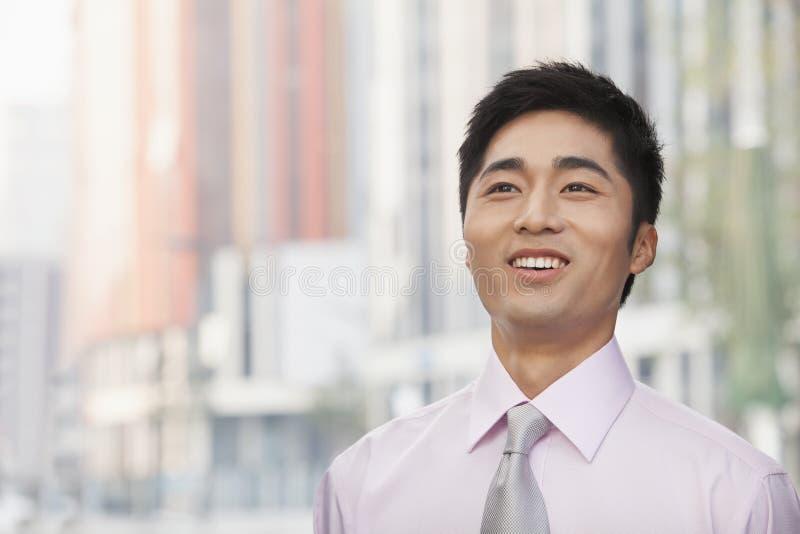 Portret die van jonge zakenman, omhoog eruit zien stock afbeeldingen